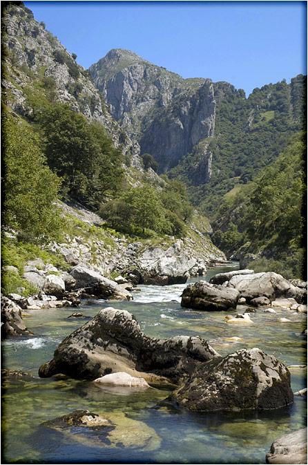spanjemijnland | Las Arenas met de rio Cares - Asturië