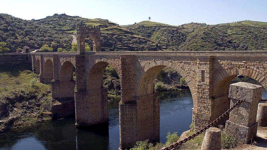 spanjemijnland   de Romeinse brug uit de 2e eeuw bij Alcántara
